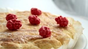 photo de galette des rois frangipane et pralines roses