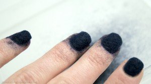 Photo vernis bleu ciate velours