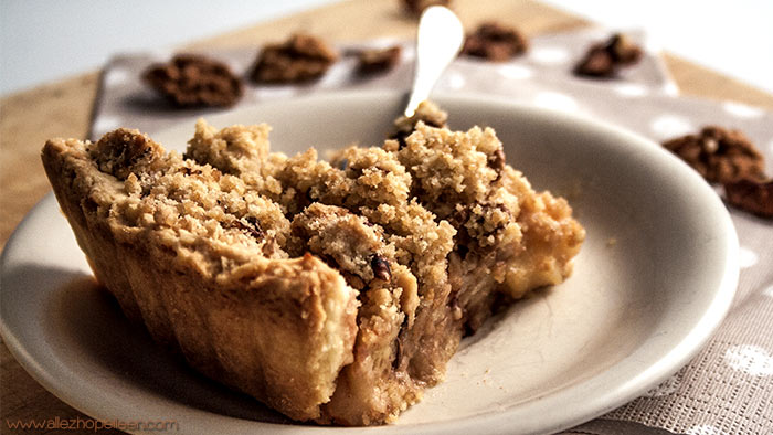 tarte aux pommes fa on crumble aux noix crumble apple pie. Black Bedroom Furniture Sets. Home Design Ideas